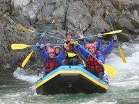 Tutti si divertono con il rafting