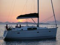 Si naviga al tramonto