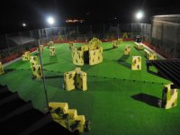 Campo paintball in notturna