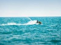 sfrecciate tra le onde
