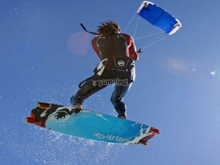 Evoluzioni col kitesurf