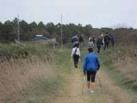 Un gruppo di amici inizia il Nordic Walking