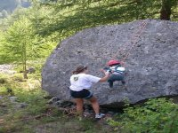 Scalando la roccia
