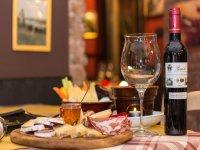Aperitivo vino e formaggi