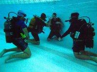 Esercitazioni in piscina corso Open Water