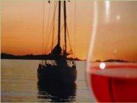 Un Buon Bicchiere di Vino Sul Mare