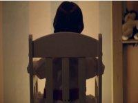 Chi è seduto sulla sedia