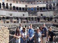 Il gruppo dentro al Colosseo