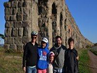 famiglia che fa turismo