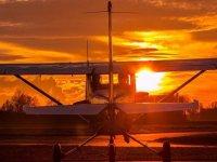 aereo al tramonto
