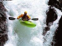 in kayak nelle cascate