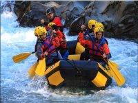 Regala una discesa di rafting