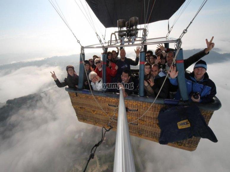 Foto di gruppo in mongolfiera