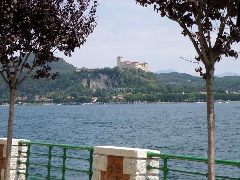 Lago e rocca di Angera