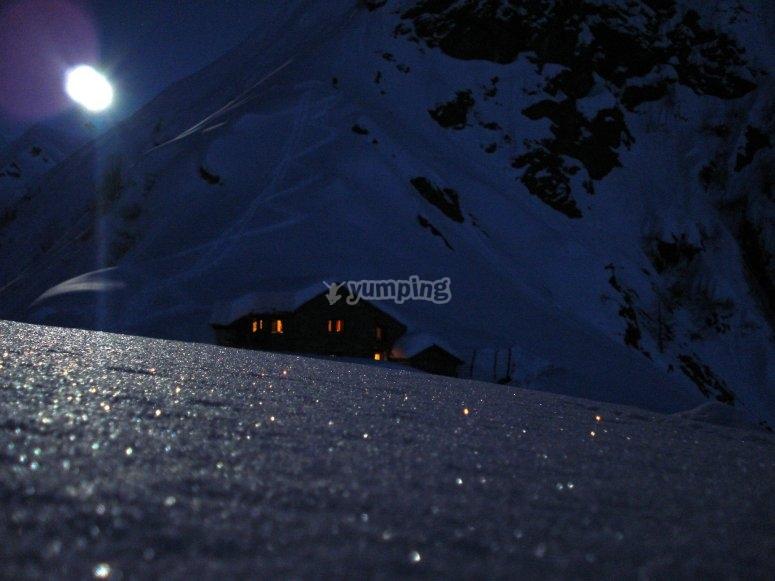 L'Alpe Sattal nella luce etera della luna