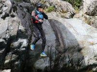 Salto dalle rocce