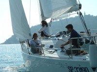 Vieni con i tuoi amici per escursioni giornaliere in Barca a vela