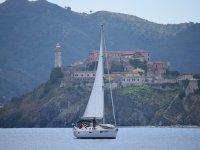 Navigando a vela all'Isola d'Elba