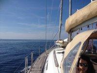 A bordo nel mare azzurro