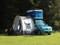 campeggio estivo nel prato