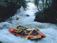 Rafting sotto la cascata