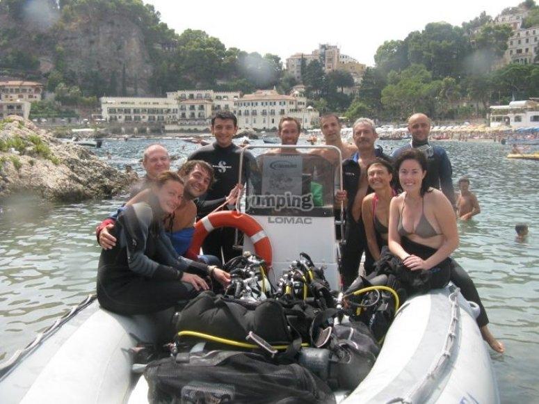 In partenza con il gommone/ divers on r.i.b.