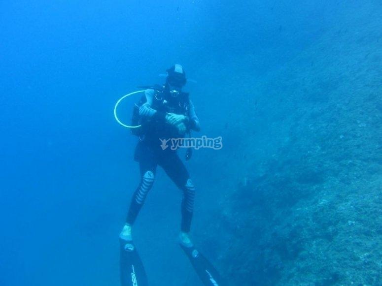 Deep blue / deep dive