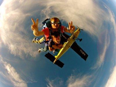 Vol en parachute vers Cecina avec vidéo et photos