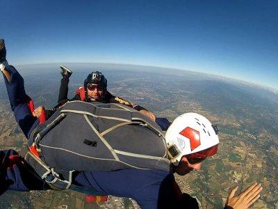 Cours de parachutisme A.F.F. à Cecina
