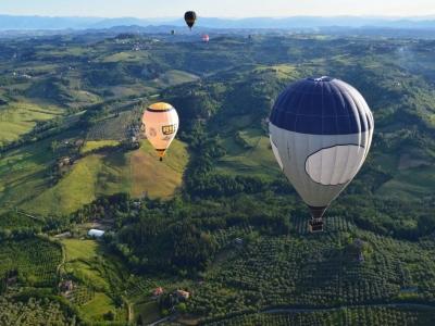Volo romantico per due in mongolfiera, Toscana