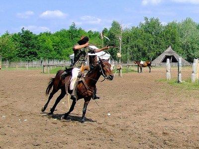 Prima lezione di tiro con arco a cavallo a Roma