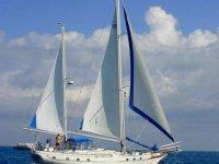 Una bellissima barca a vela