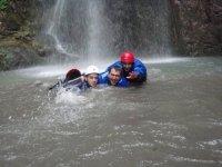 Nuotando nel torrente