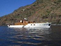 Rental motor boats