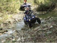 Guadare un fiume è più facile con un quad