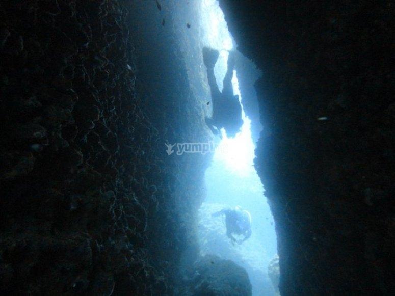 Tra scogli sottomarini/the canyon