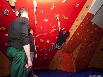 Prova di arrampicata sportiva in Palestra