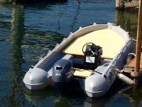 Imbarcazione con motore da 25hp