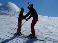 I maestri insegnano a sciare