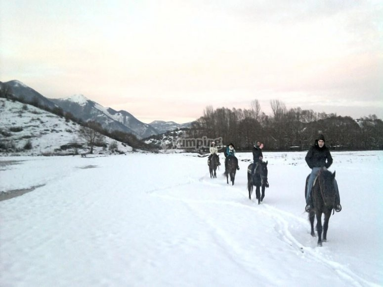 sport sulla neve in Abruzzo.jpg