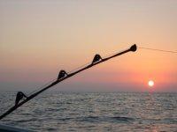 pesca sportiva con un tramonto unico
