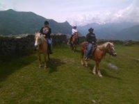 Cavalcando sulle colline