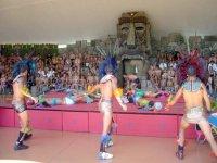 Originali Spettacoli Nella Tiki Area