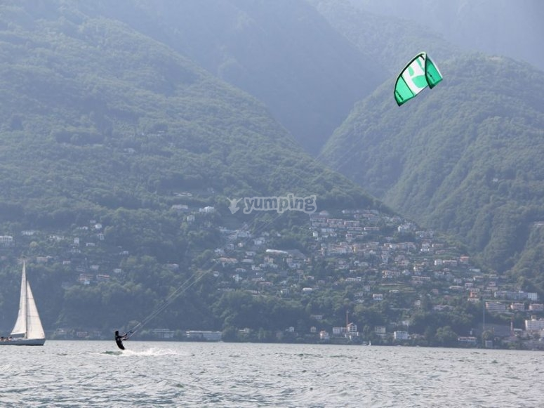 Corso di kitesurf sul lago