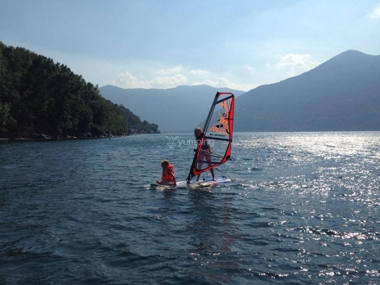Imparando ad andare sul windsurf