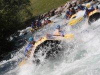 sfida le acque del fiume