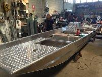 I nostri artigiani fabbricando la barca