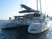catamarano nel Golfo di Napoli
