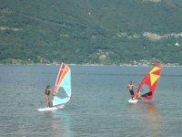 I windsurf sul lago