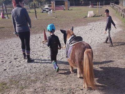 Pony lesson for children in Piobesi Torinese